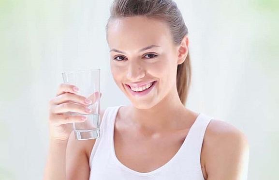 Người bệnh tiểu đường có nên uống nhiều nước không?